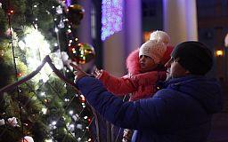 Спешите загадать желание: на ЮГОКе открыли праздничную елку