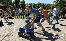 Сотні криворізьких дітлахів змагаються на Чудернацьких велоперегонах