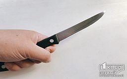 Мужчину, который прогуливался с ножом возле завода, задержали криворожские полицейские