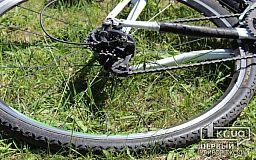Мужчину, который пытался отобрать у криворожского школьника велосипед, задержали прохожие