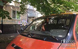 Авто с «колорадской» ленточкой и флажком СССР обнаружили в спальном микрорайоне Кривого Рога