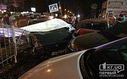 В Кривом Роге масштабное ДТП - иномарка влетела в автостоянку