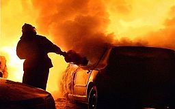 В Кривом Роге ночью горел автомобиль