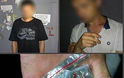 Бдительные горожане пресекли торговлю наркотиками во дворе многоэтажки