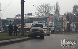 В Кривом Роге не поделили поворот аварийка и легковушка