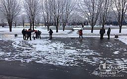 Сотни дворников вышли бороться со снегом в Кривом Роге, - заявление