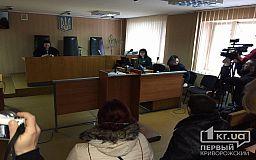 Прокурор просит суд лишить свободы криворожанина, обвиняемого в надругательстве над государственным символом