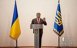 У Путіна в Україні стільки армії, що він може сприяти загостренню становища, - Порошенко