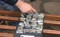 Несколько десятков пакетиков с марихуаной криворожанин хранил для себя