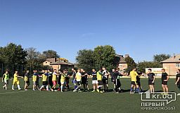Стартував футбольний матч між журналістами і копами