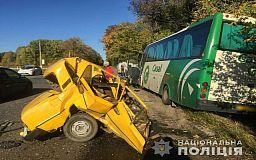 Погиб мужчина, пострадала девушка: ВАЗ врезался в рейсовый автобус Кривой Рог-Харьков
