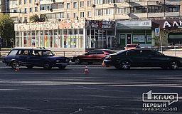 На перекрестке в центре Кривого Рога два авто попали в ДТП