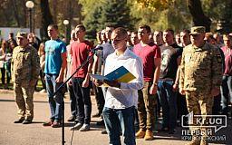 Близько сотні молодих мешканців Дніпропетровщини урочисто почали строкову службу в армії