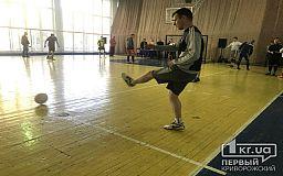 Прокуроры, военные, спасатели, полицейские и муниципалы пинают мяч на Кубке мэра Кривого Рога