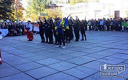 Криворожские студенты сегодня прыгают в мешках и кушают вкусную шурпу на козацком фестивале