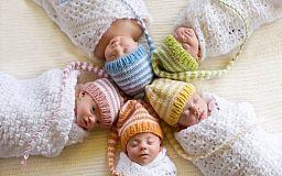 Почему украинские дети, от которых отказались родители, не получают «пакет малыша»