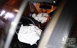 ДТП в Кривом Роге: после столкновения двух автомобилей, один влетел в остановку