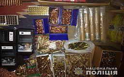 Двоих мужчин, подозреваемых в торговле оружием, задержали криворожские правоохранители