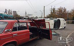 В Кривом Роге автомобиль перевернулся в результате ДТП, пострадала женщина