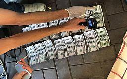 Два криворожских чиновника задержаны на получении взятки в несколько тысяч долларов
