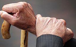 В Кривом Роге на остановке общественного транспорта умер пенсионер