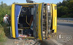 16 человек пострадали: фура врезалась в пассажирский автобус на трассе Днепр-Решетиловка