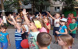 Опытный подход: в Терновском районе обновили двор благодаря идеям бабушек