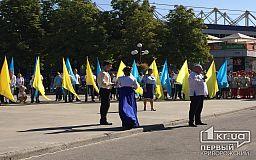 Возле памятника Козаку Рогу криворожским педагогам, правоохранителям и супруге военнослужащего вручили награды