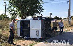 Пострадали 11 человек: пассажирский микроавтобус Кривой Рог-Одесса столкнулся с грузовиком и перевернулся