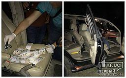 Майор полиции в Днепре угрожал подбросить мужчине наркотики и вымогал 100 тысяч гривен взятки