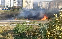 Пожар возле станции скоростного трамвая в Кривом Роге