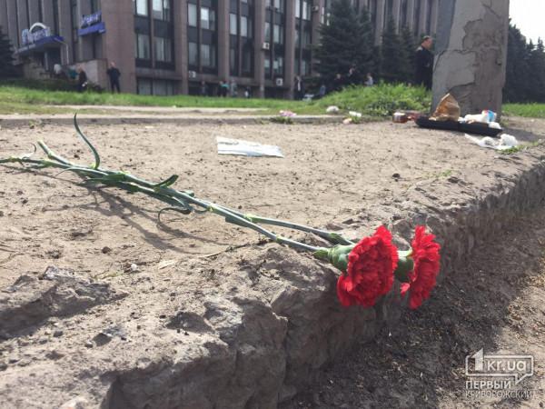 Цветы на перекрестке, где произошло ДТП