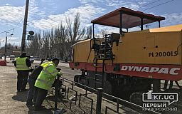 В центре Кривого Рога ремонтируют дорогу. Движение затруднено (ОБНОВЛЕНО)
