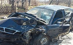 В Кривом Роге из-за ямы на дороге произошло ДТП с пострадавшими