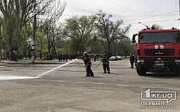 На месте смертельной трагедии криворожские спасатели помыли дорогу