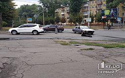 На регулируемом перекрестке в Кривом Роге не разминулись два легковых авто