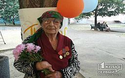 Танцами и песнями 100-летняя криворожанка порадовала гостей на собственном юбилее