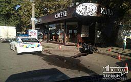 В Кривом Роге на «зебре» мотоциклист сбил пешехода и вылетел на обочину