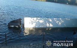 Уснул за рулем и съехал в реку: посылки из Кривого Рога не доехали в Николаев