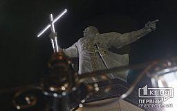 Еще и светится: как выглядит ночью самый высокий в Европе памятник Владимиру Великому, установленный в Кривом Роге
