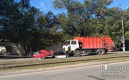 В Кривом Роге столкнулиь легковушка и грузовик Экоспецтранса, погиб человек