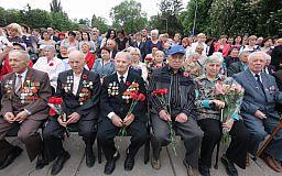Відновили пам'ять: до Дня Перемоги на монументі Слави у Металургійному районі нардеп Усов відкрив меморіальні плити