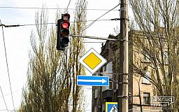 Криворожанин просит включать светофоры на час раньше