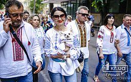 Генетичний код: криворіжці вийшли на парад вишиванок у центрі міста