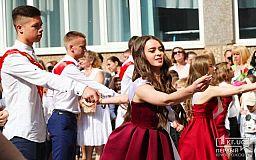 Выпускникам криворожских школ предлагают поучаствовать в танцевальном конкурсе