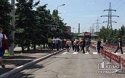 Сотрудники криворожского металлургического гиганта собрались на митинг