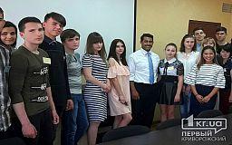 Американец Вентура приехал к криворожским студентам, чтобы пообщаться на английском