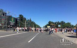 Криворожане вышли на праздничное шествие