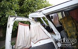 В Кривом Роге Fiat снес забор, - детали ДТП с двумя бусами