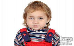 Маленькая криворожанка хочет слышать голос мамы, семья нуждается в материальной помощи